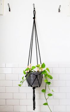 I am always on the lookout for new hanging planters, but I usually find them to be out of my price range or just not quite right. Recently I spent an evening searching online for DIY versions, and I rounded up 15 tutorials based on the old school macramé planters of the 70s. There are plenty of ideas to inspire you, using a variety of materials — rope, cording, leather, brass fittings, even t-shirts. Grab that pretty twine you've been saving, or that old t-shirt you can't part with (but…