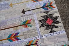 Finally, this top is done! Back in May it was my turn to receive blocks from the Mid Century Modern group I am in. I asked them for arrow bl. Cute Quilts, Mini Quilts, Scrappy Quilts, Small Quilts, Quilting Projects, Quilting Designs, Quilting Ideas, Arrow Quilt, Southwestern Quilts