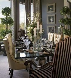 In love with this elegant formal dinning room with very nice 3 ball topiaries live or silk, along with beautiful floral arrangement silk or live on dining table. Formal Dinning Room, Elegant Dining Room, Beautiful Dining Rooms, Dining Room Design, Dinning Table, Design Table, Dining Decor, Wood Table, Dining Area