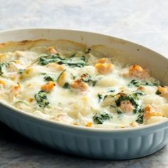 Baked gnocchi casserole with spinach and tomatoes- use fresh spinach and add chicken Baked Gnocchi, Lotsa Pasta, Casserole Recipes, Main Dishes, Side Dishes, Meal Planning, Yummy Food, Favorite Recipes, Meals