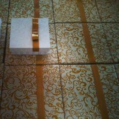 casamento off white e dourado  caixas de joias e gravata para padrinhos.