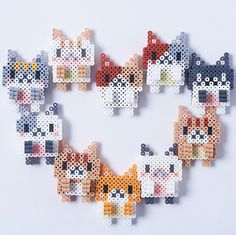 Now you can have Perler Bead cats keep you company while you work by latching these kawaii felines onto the top of your laptop screen!