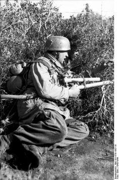 Fallschirmjäger with flamethrower (Italy 1944)