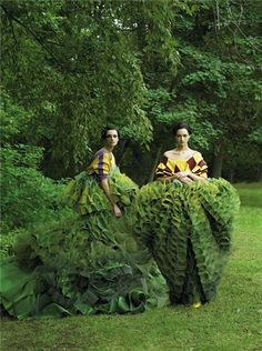Caroline Trentini and Gemma Ward photographed by Steven Meisel, Vogue, December 2006 // John Galliano's topiary dresses for Christian Dior Couture Gemma Ward, Steven Meisel, John Galliano, Galliano Dior, Foto Fashion, Fashion Art, Editorial Fashion, Green Fashion, Vogue Editorial