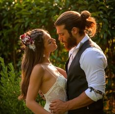 """The Luckiest Man in the World"" : Can Divit – Erkenci Kus Couples Images, Cute Couples, Hipster Noir, Boys Long Hairstyles, Lucky Man, Turkish Beauty, Turkish Fashion, Handsome Actors, Hollywood Actor"