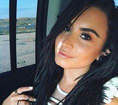 Demi Lovato ' s golden lip contour looks fresh and cool.