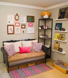 Make a DIY sofa for the living room, a homemade couch with sleeper for the bedroom or pallet sofas for outdoors. Build a sofa with step by step how to. Used Baby Furniture, Diy Furniture Couch, Nursery Furniture, Repurposed Furniture, Furniture Projects, Furniture Stores, Luxury Furniture, Furniture Makeover, Pvc Projects