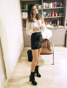 Super Skirt Outfits For Winter Night Street Styles Ideas Summer Boots Outfit, Winter Skirt Outfit, Dressy Outfits, Skirt Outfits, Cute Outfits, Combat Boot Outfits, Combat Boots, Skirt Fashion, Fashion Outfits