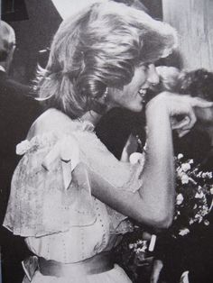 November Princess Diana backstage meets comedian Rowan Atkinson while greeting the cast of the 'Royal Variety Performance' at the Victoria Palace Theatre, London. Princess Diana Images, Princess Diana Fashion, Princess Diana Family, Royal Princess, Princess Of Wales, Charles And Diana, Prince Charles, Diane, Lady Diana Spencer