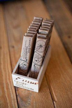 優れたパッケージデザイン・プロダクトデザインをご紹介している金曜日企画、第23回目となりました。 23回目は、みんな大好きチョコレートのパッケージです。 チョコレートという1つのテーマに対して、どんな