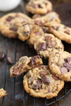 {Healthier} Oatmeal Chocolate-Chip Cookies with Dark-Chocolate Cranberries | Chelsea's Messy Apron