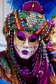 Amazing - not just the Mask but the Carnival Costume. Venice Carnival Costumes, Venetian Carnival Masks, Mardi Gras Costumes, Carnival Of Venice, Venetian Masquerade, Masquerade Masks, Venetian Costumes, Venice Carnivale, Venice Mask