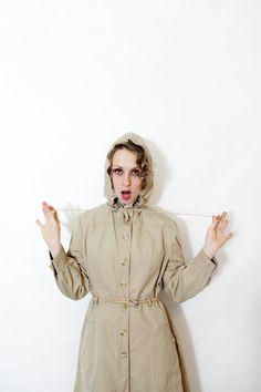Vintage rain coat / tan 70s hooded trench coat / size ML by nemres
