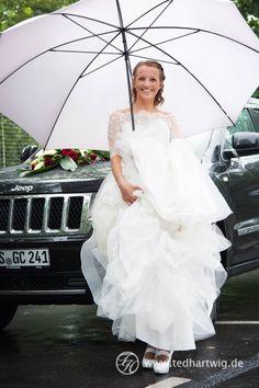 Hochzeit im Regen... Auch schön, durch professionelle Hochzeitsfotos