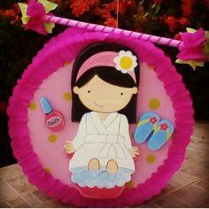 Piñata  fiesta spa y palo piñata Pinatas Diy, Mini Spa, Manzanita, Ideas Para Fiestas, Fiesta Party, Spa Party, House Furniture, Birthdays, Disney