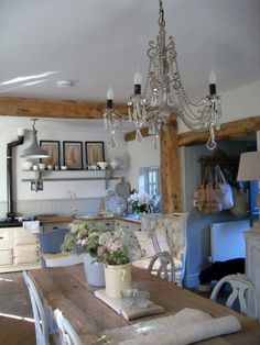 Can you spot Teddy, here for the day with the girls. Have a great Tuesday everyone. Beautiful Kitchens, House Design, Interior, Chic Interior, Home Decor, Gray Interior, Cottage Style Kitchen, Kitchen Styling, Rustic Dining Table