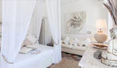 Appartamento vacanza a Piazza Navona. Immerso nel centro di Roma, situato in un palazzo d'epoca. Arredato con charme e eleganza, dotato di ogni comfort per rendere le vostre vacanze romane indimenticabili
