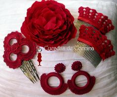 Pues aquí está nuestro Especial Complementos de Flamenca en Rojo, indispensable en la Feria. En esta primera imagen puedes ver en la ... Flamenco Wedding, Flamenco Party, Flamenco Costume, Spanish Costume, Spanish Dress, Outfits Fiesta, Fiesta Dress, Sugar Skull Painting, Ballet Hairstyles