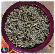 Le plaisir de la sauge sous forme broyée grossièrement. Idéal pour les pots pourris, les savons, les sels de bains, les bougies, les créations artisanales, les orgonites ou encore vos offrandes rituelles.