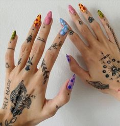 36 fresh and sexy tiny tattoo design for charming girls! - Latest Fashion Trends for Girls Nail Design Stiletto, Nail Design Glitter, Mini Tattoos, Small Tattoos, Body Art Tattoos, Sleeve Tattoos, Tatoos, V Tattoo, Tiny Finger Tattoos