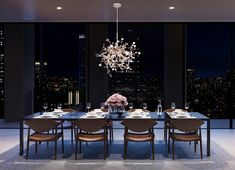 Famous British architect Sir David Chipperfield designed this NYC Penthouse overlooking Empire State Building. New York Penthouse, Duplex New York, Penthouse For Sale, Luxury Penthouse, Luxury Condo, Luxury Home Decor, Luxury Apartments, Luxury Homes, New York Apartment Luxury
