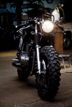 La Penelope II cafe racer - https://www.pinterest.com/dapoirier/motorcycles/