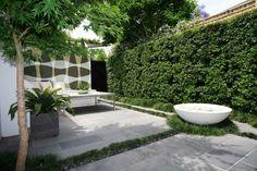 fuente agua redonda jardin pequeño