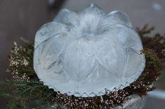Ice lantern / sculpture.  Jäälyhty Iloleipurin silikonivuokaan.