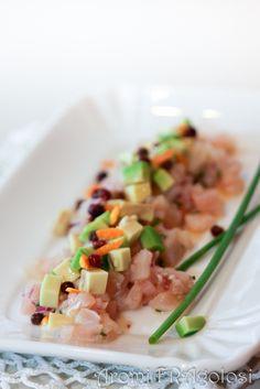Tartar di pesce spada aromatizzato all'arancia con avocado e pepe rosa