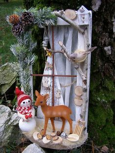 vianočné okienko, Vianočné dekorácie   Artmama.sk Origami, Christmas Ornaments, Holiday Decor, Home Decor, Scrappy Quilts, Decoration Home, Room Decor, Christmas Jewelry, Origami Paper