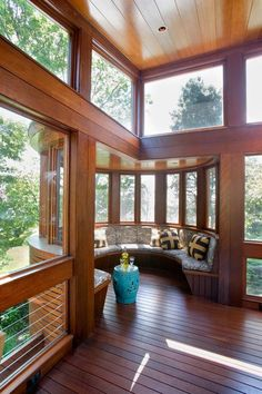 13 Marvelous Contemporary Sunroom Designs for Your Backyard