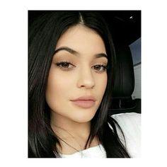 Make de segunda com Kylie Jenner. Parece nada mas tem tudooooooo! Sugestão de batom que o Menu amaaaa, Kinda Sexy com textura matte da @maccosmetics ❤ Foto inspiração Pinterest #menudemaquiagem #kyliejenner #maccosmetics smetics #vogue #fashion #make