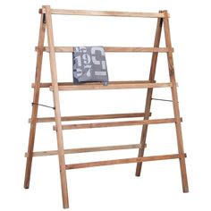 This wooden drying rack / drying rack HK-living. The drying rack is collapsible and made from mango wood. Indoor Clothes Drying Rack, Drying Rack Laundry, Diy Clothes Airer, Wooden Drying Rack, Quilt Display, Craft Show Displays, Display Ideas, Kare Design, House Doctor