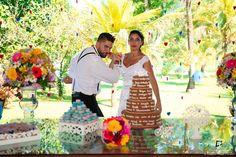 Poses tradicionais... não com esse casal maravilhoso! �� Vc já pode ver todas as fotos desse casamento na minha fan page (link no meu perfil). Vale a pena conferir! #thiagodpereira #tdpfotografia #casamento #casadosparasempre #carinho #amor #love #weddingphotographer #Wedding #sitio #flores #Nikon #weddingday #diadecasamento #CacheirasdeMacacu #insta #instagood #errejota #dress #weddingdress #modelo #romance #face #portraiture #portrait…