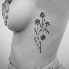 Flower tattoo by Natalia Holub #NataliaHolub#handpoke #linework #minimalistic #flower #daisy