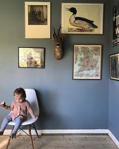 Duvblå vägg Blue Rooms, Wall Colors, Gallery Wall, Living Room, Interior Design, Instagram Posts, Oct 14, Walls, Home Decor