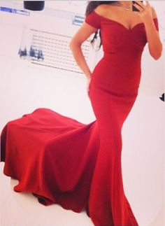 Ulass 2016 New Arrival Prom Dresses Off the Shoulder Red V-neck Court Train Short Sleeves Sheath Simple Evening Gowns