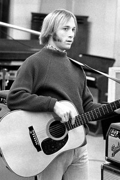 stephen stills young - Bing images 60s Music, Music Icon, Live Music, Folk Music, Papa Roach, Breaking Benjamin, Garth Brooks, Rock Music Quotes, Song Quotes