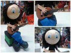 Fofucha guitarrista sentado #fofucha #fofuchapersonalizada #manualidades #handmade #guitarra #guitarrista