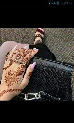 i like this design alot Finger Henna Designs, Modern Mehndi Designs, Mehndi Design Pictures, Henna Designs Easy, Beautiful Henna Designs, Mehndi Designs For Hands, Henna Tattoo Designs, Bridal Mehndi Designs, Henna Ink