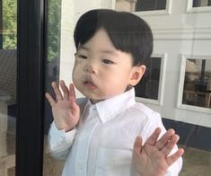 Discovered by 판타지 몽상가. Find images and videos on We Heart It - the app to get lost in what you love. Cute Asian Babies, Korean Babies, Asian Kids, Cute Babies, Cute Little Baby, Little Babies, Little Boys, Baby Kids, Cute Baby Meme