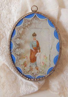 Pretty antique holy pendant