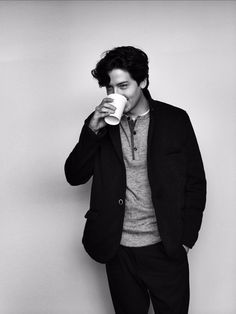 cole sprouse, jughead jones, and riverdale image Cole M Sprouse, Sprouse Bros, Cole Sprouse Jughead, Dylan Sprouse, Cole Sprouse Wallpaper Iphone, Cole Sprouse Lockscreen, Zack Et Cody, Dylan Und Cole, Camila Mendes Riverdale