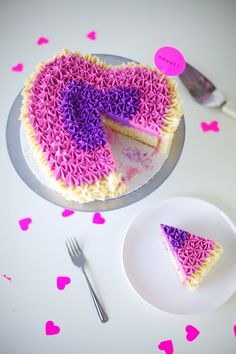 ruffle heart buttercream piped cake - coco cake land