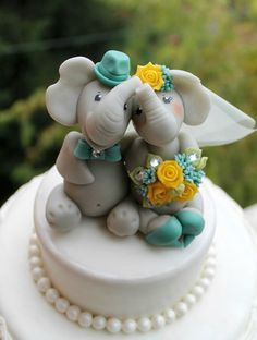 Elephant in love wedding cake topper personalized by PerlillaPets