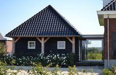 AA+ ontwerpbureau - bijgebouw Thatched Roof, Stables, Gazebo, Architecture Design, Villa, Outdoor Structures, House Design, House Styles, Modern
