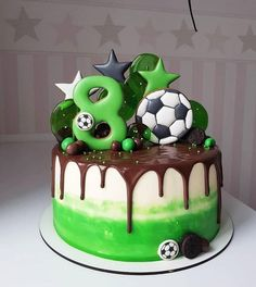 Trendy Ideas Cupcakes Fondant Futbol Decorating Supplies The Effective Pictures We Off Football Birthday Cake, Soccer Birthday Parties, Soccer Party, Cake Birthday, Sports Birthday Cakes, Football Cakes, Birthday Ideas, 8th Birthday, Fondant Cupcakes