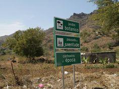 Panneaux indicatifs.. en route vers le jardin botanique..Santiago - Cap Vert