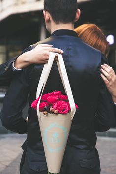 There is no doubt that flowers can help you expressing your hidden love, emotions and feelings for your loved one. If you want to make your husband feels positive about you, it is time to send him flowers online. How To Wrap Flowers, Love Flowers, Paper Flowers, Beautiful Flowers, Send Flowers, Flower Box Gift, Flower Boxes, Chocolate Flowers Bouquet, Bouquet Box