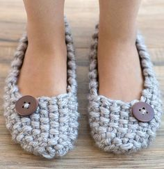 Knitting Pattern for Seed Stitch Slippers - FREE Option or Purchase - Quick slippers pattern for super bulky yarn. 4 sizes. Designed by by Wendy Bernard.Pattern and instructional video class available for free with a free trial at Creativebug OR purchase pattern and class individually.
